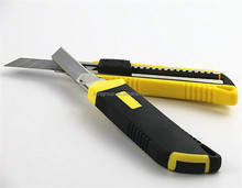 Auto retractable utility knife with 3, 5, 8 blades18mm cutter