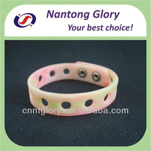 custom metal button pink silicone rubber bracelets