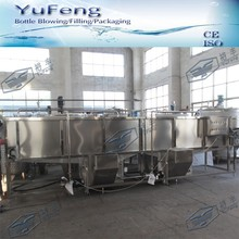 Automatic spray cooling and sterilizing machine for juice bottle