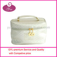 Beauty cheap shiny pu leather customized modella travelling cosmetic bag with zipper
