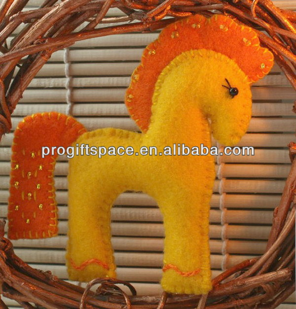 2017 hot sell Eco friendly handmade cute felt horse animal Christmas ornaments in bulk made in China