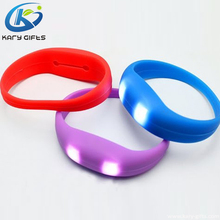 Cheapest Battery Radio Controlled Wristbands Silicone LED Wristband