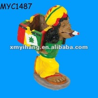 Polyresin figurine wholesale custom Funny ashtray