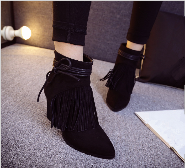 S31009A European new fashion rough heels women's pointed toe tassels martin boos