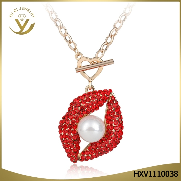 Fashion Design Jewelry Sex Big Red Lip Pearl Pendants Necklace for Women