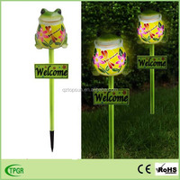 Manufacturer new style resin craft animal frog figurine solar stick light for garden decoration