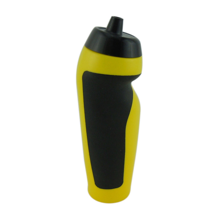 China manufacturer events promotion 600ml plastic sports water bottle with squeeze drinking spout