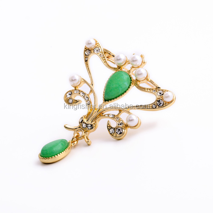 Royal design emerald gemstone and pearl studded crystal gold plating alloy women brooch stock
