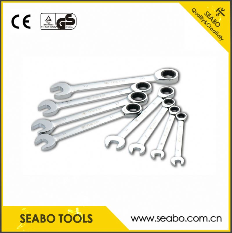 Customized long ratchet wrench with stretchable handle