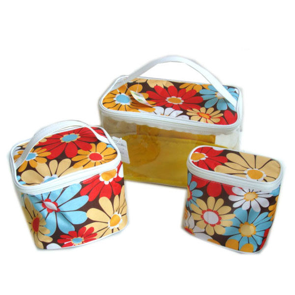 The embroidery travel set cosmetic bag