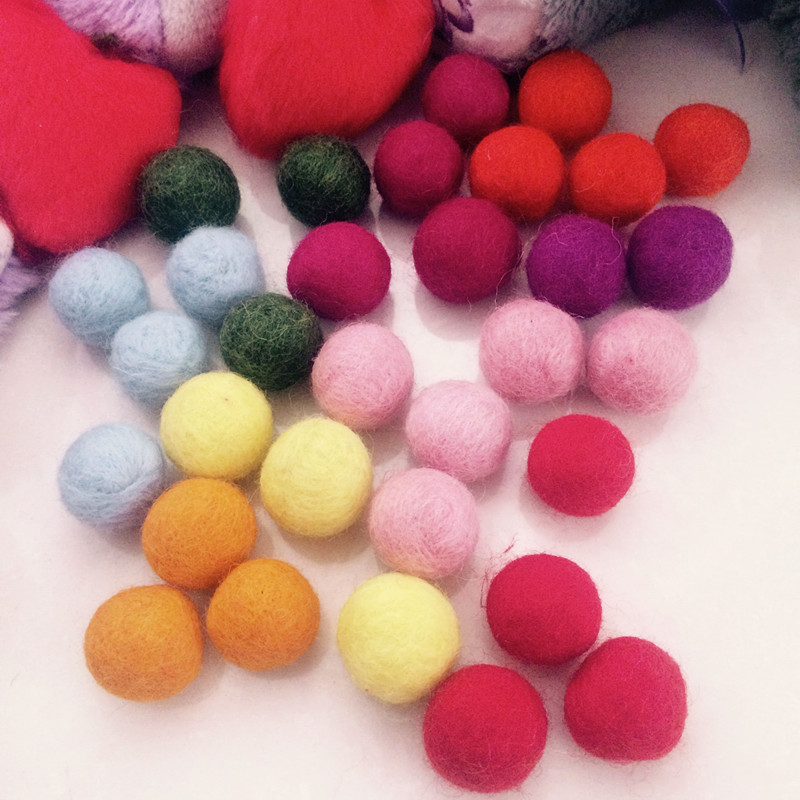 Multifunctional xmas decoration wool felt ball for wholesales