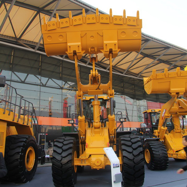 XCMG front loader with pallet fork LW900K