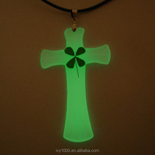 Jesus Cross Clear Resin Green Four Leaf Clover Necklace Pendant luminous Souvenirs Gift