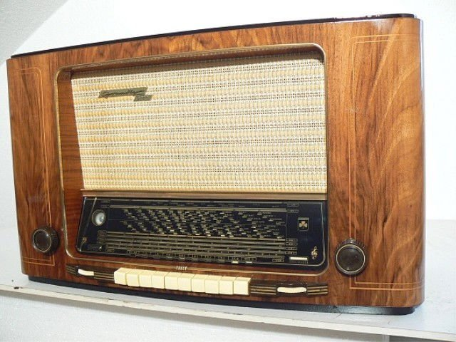 GRUNDIG TUBE RADIO, 5010 from 1953. Fully restored. Returns accepted within 15 days. ANTIQUE RADIO SHOP