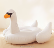 2017 hot sale inflatable floating cartoon boat/ inflatable lay goose toy for children swimming