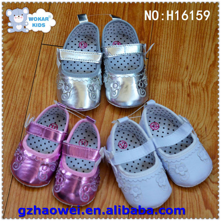 Dressing flower embroidered leather baby shoes
