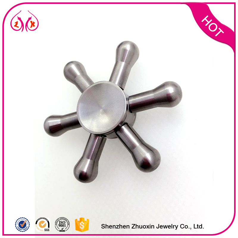 2017 hot sale customized size stainless steel spinning light toy