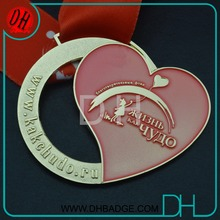 Custom heart high quality club team metal Russia little girl gifts medal with pink translucent