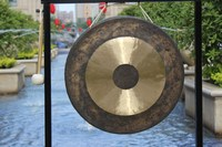 "22"" chau gong on stand with mallet Presented by MK China"
