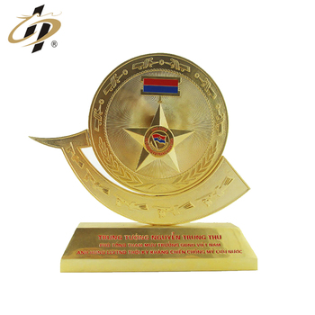 2018 New design factory price embossed logo gold plated metal trophy