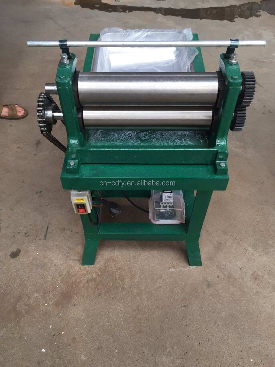 Manual and Electric Smooth Beeswax Foundation Mill/Beeswax Press Machine