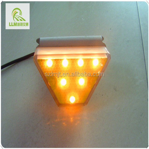 Factory outlet tunnel direction LED wired reflective delineator