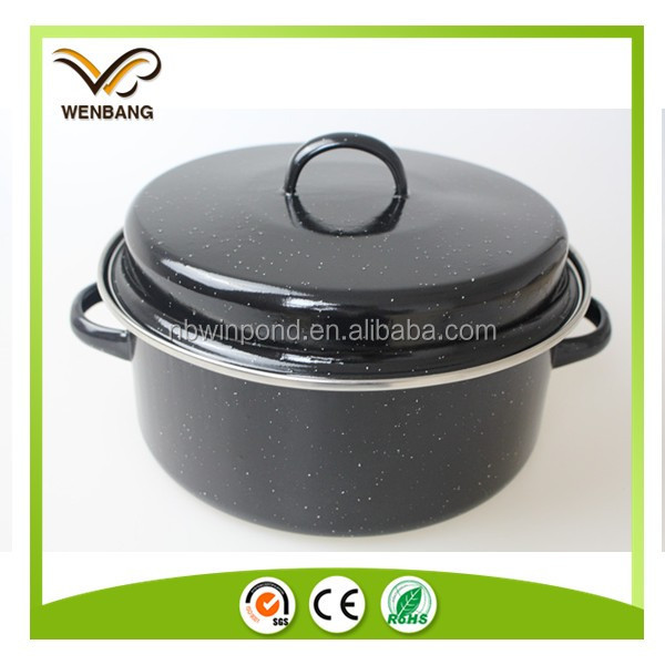 Easy clean iron cast roasting grill pot with handle
