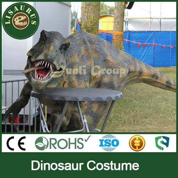 Lisaurus-A Artificial dinosaur costume for sideshow