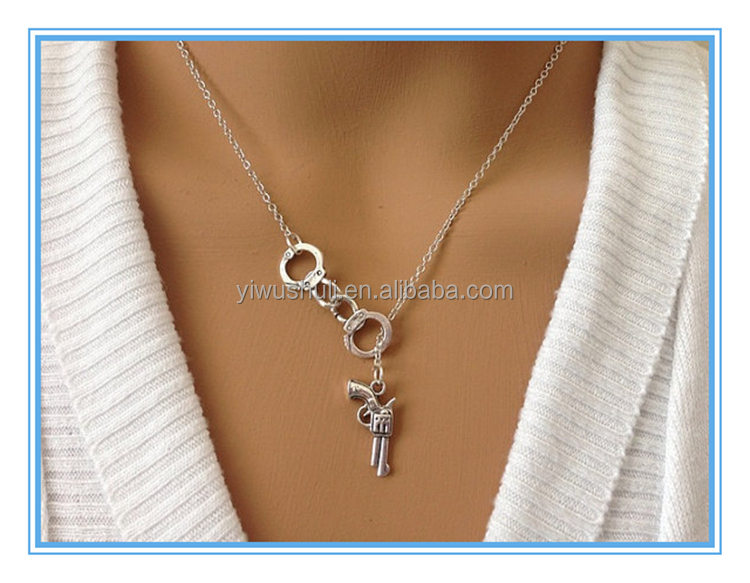 The snake chain of bone,Europe and the United States foreign trade jewelry,Pistol handcuffs pendants lovers necklace