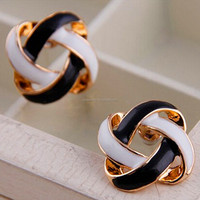 High quality fancy good price hot sale shiny gold plated cross fancy stud earrings for party girls