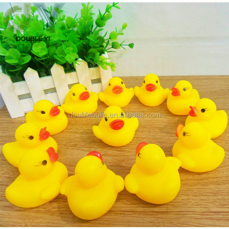 Atacado little yellow duck toy gritando