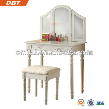 Classic style woman dressing table with three foldable wooden frame mirror