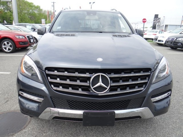 used but still as new 2012_mercedes-benz_m-class-automobile