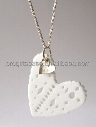 2017 new handmade clear gift cheap wholesale unique heart crafts necklace jewelry ornaments Christmas decoration felt pendant