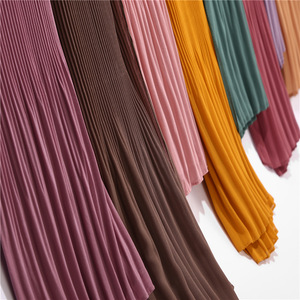 2019 Hot muslim casual dress clothing hijab woman plain solid polyester crumple wholesale crinkle scarf