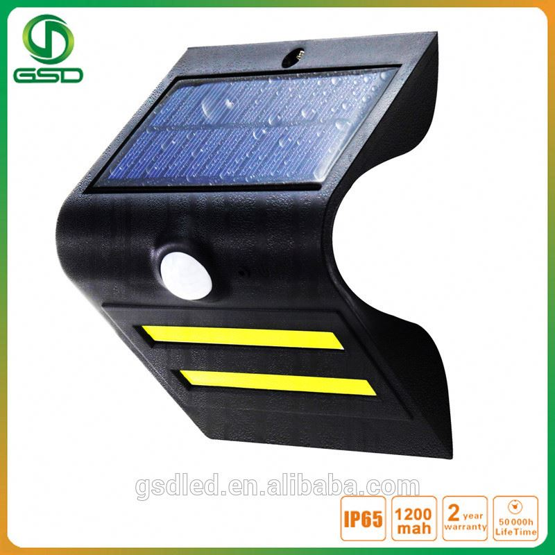 17 New year limited factory price supported battery CE garden wall light ip65