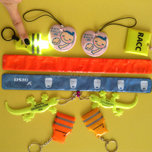 Promotion reflector flashlight, reflective keychain with light,PVC inflation LED keychains