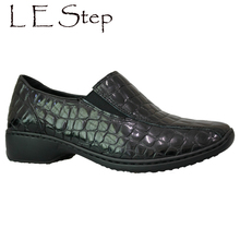 Crocrodile Patent Leather Dazzle Hand Made Light Weight Sole Mama Autumn Shoes For Old Lady And Women