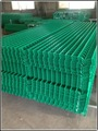 Easily assembled PVC-coated wire fence for residential area