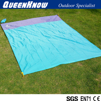 Polyester mini sandless beach mat,with 4 pegs,easy to carry