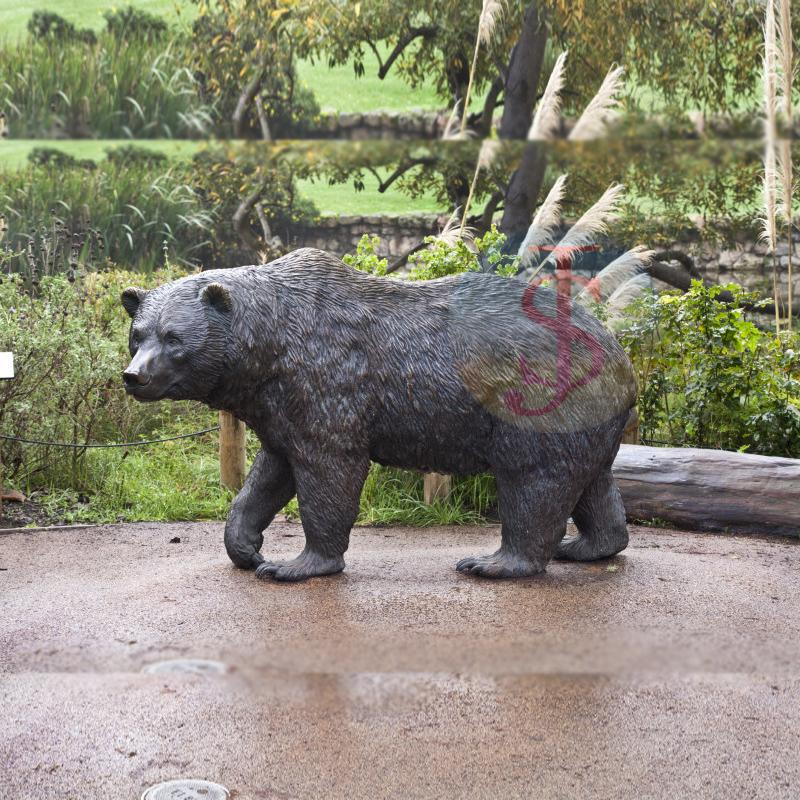 Outdoor use Bear Statue with lantern for outdoor decoration