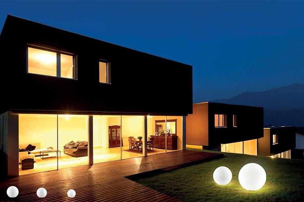sole-outdoor-ball-shaped-light.jpg