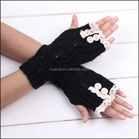 Ready to Ship- Popular In Stock Black Lace Gloves Wholesale- Leaf Knitted Pattern