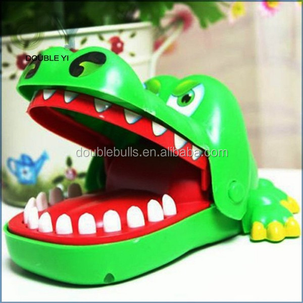 Custom Eco-friendly plastice electric crocodile toy / Adventure toys
