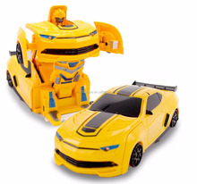 Small RC Toy Transforming Robot Remote Control (3 band) Wall Climbing Sports Car with One Button Transformation 1:24 Scale