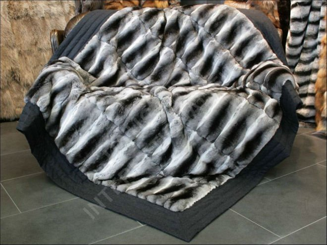 568 Framed Chinchilla fur blanket - natural furs