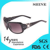 2014 fashion sun glasses for women models wearing sunglasses
