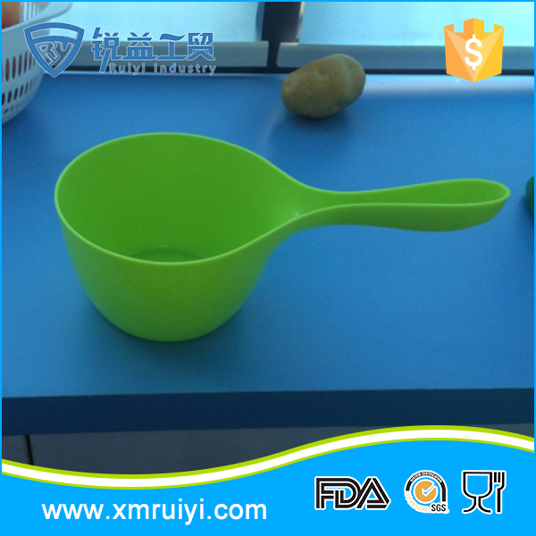 Eco-friendly cheap multifuction plastic colorful kitchen water ladle