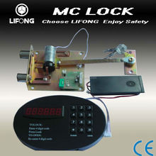 Electronic lock for hotel safety box with automatic door lock system