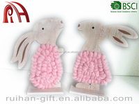 2016 new products hot selling pink wool wood decoration rabbits